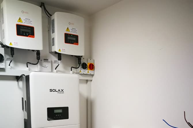 Wall Mounted Solar Inverters with Batteries